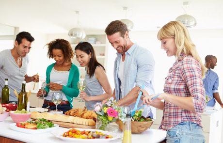 הזמנתם אליכם? מעולה! קבלו 7 עצות אירוח חשובות שתמיד עובדות