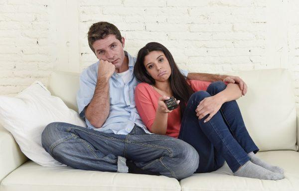 לפני שאתם קופצים לכורסא עם טלוויזיית אינטרנט, עשו טובה וחכו רגע